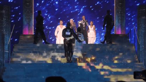 Madonna i Hatari s vlajkou Palestiny